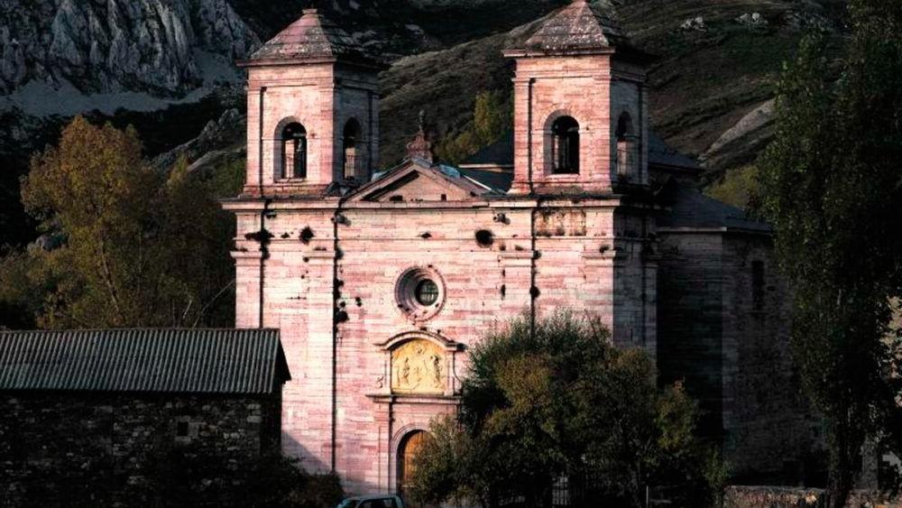 Catedral de la montaña de Lois