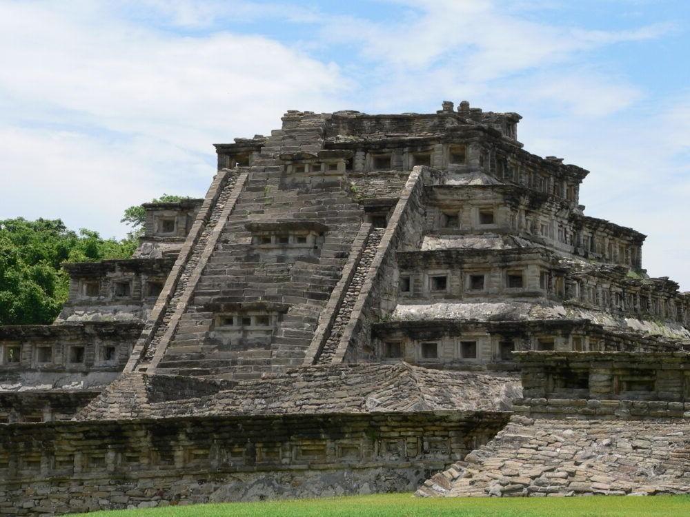 Pirámide de los Nichos (El Tajín)