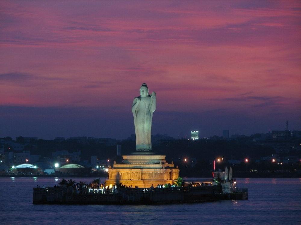 Estatua de Buda Hussain Sagar