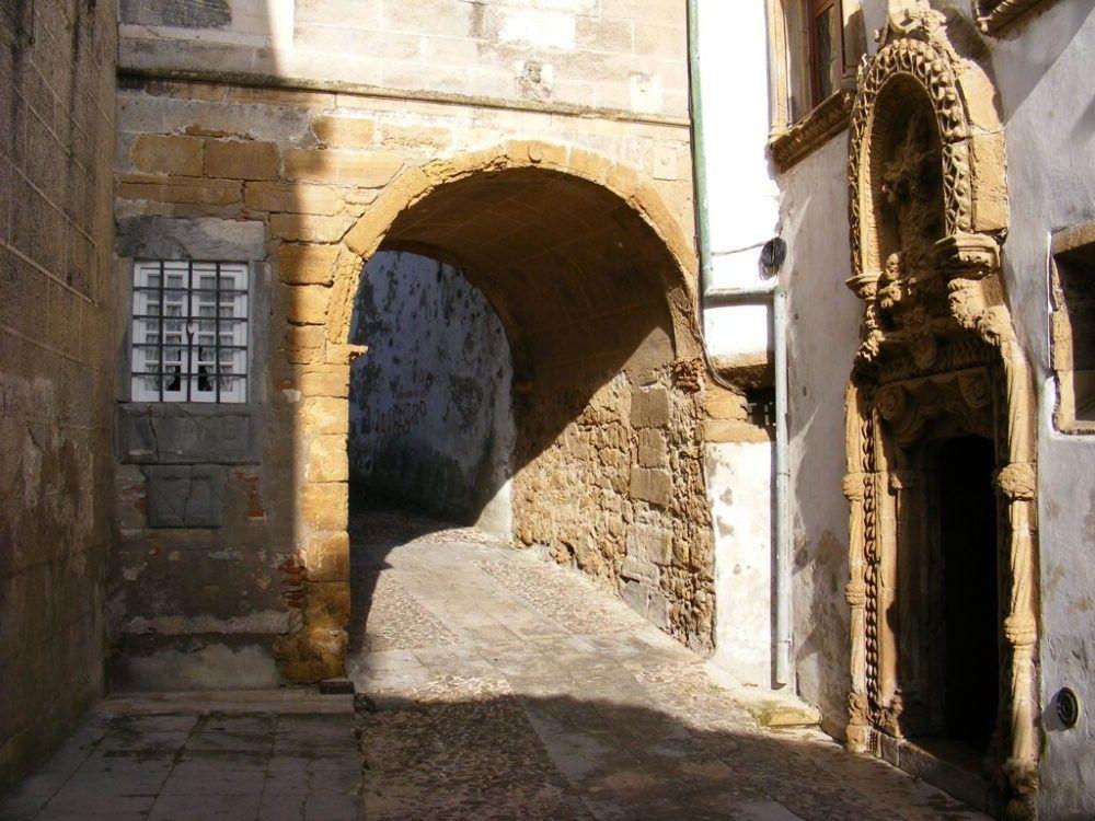 Puerta de Almedina