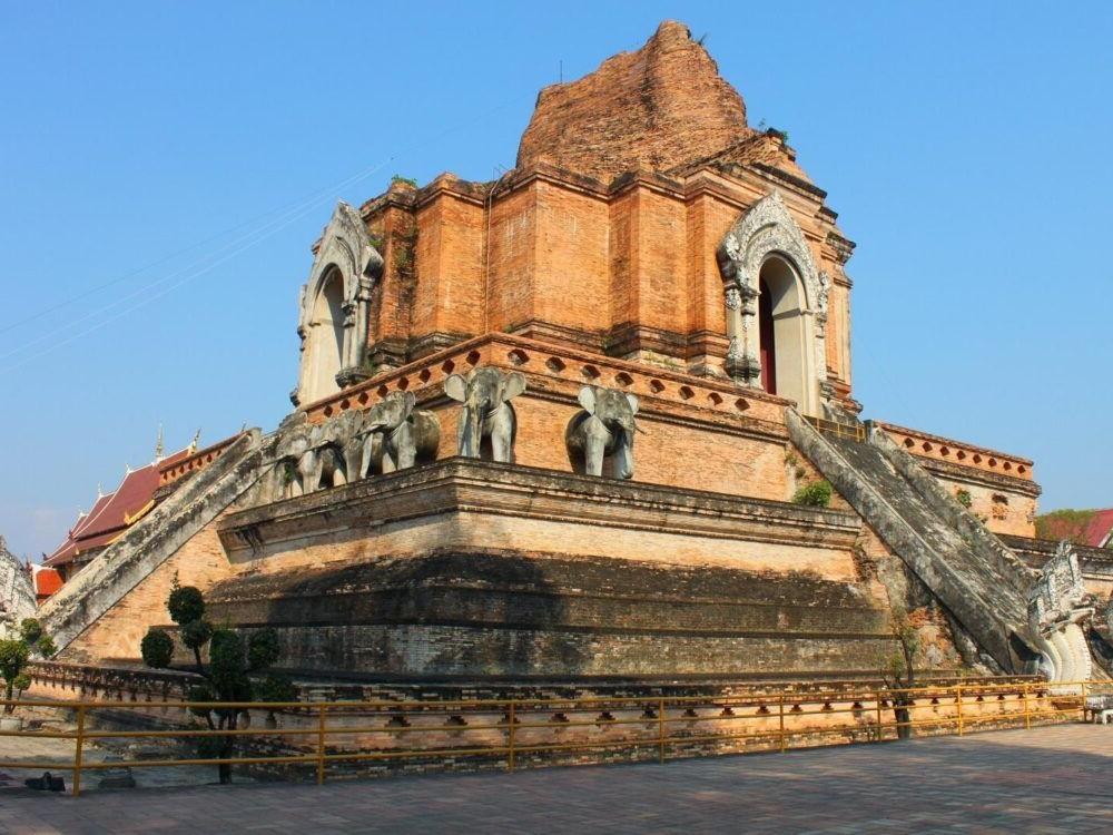 Destino Wat Chedi Luang