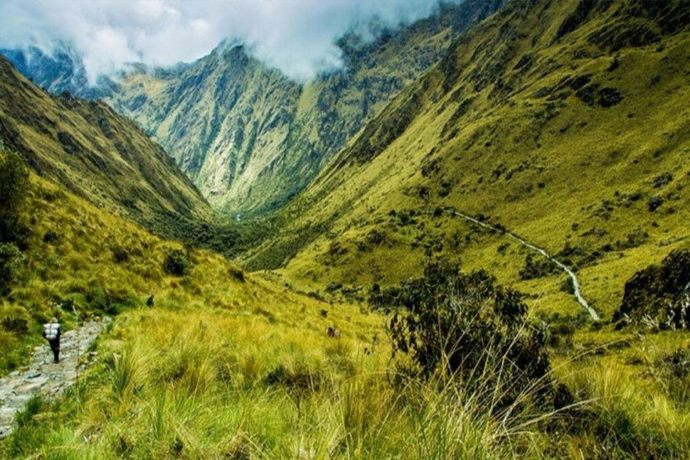 El Camino Inca de las montañas de Perú