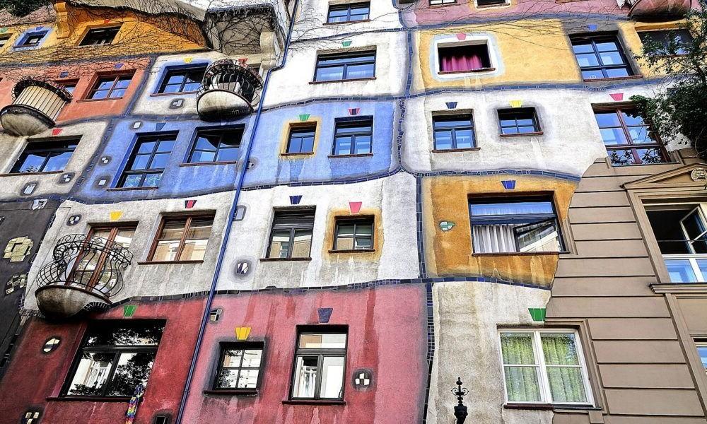 12 edificios Hundertwasser extrañamente hermosos