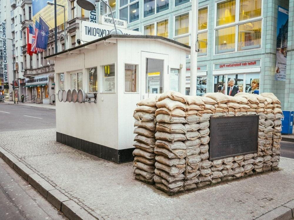 Que haces en el Checkpoint Charlie