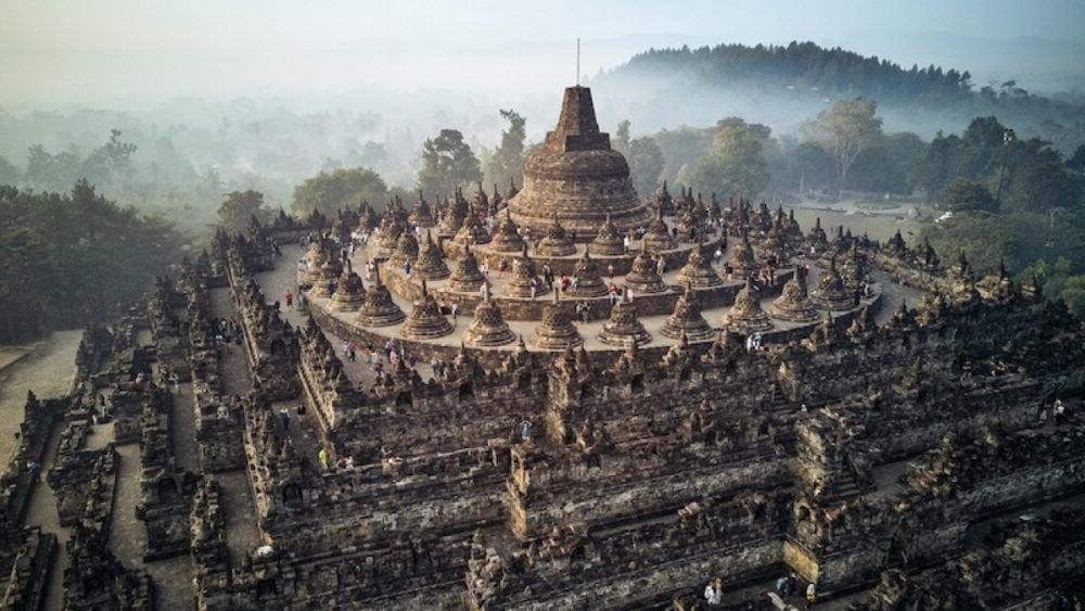 Vista amplia del Borobudur