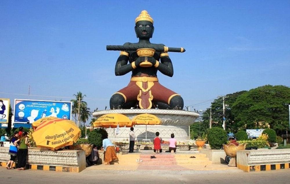 Vista de la estatua de Battambang
