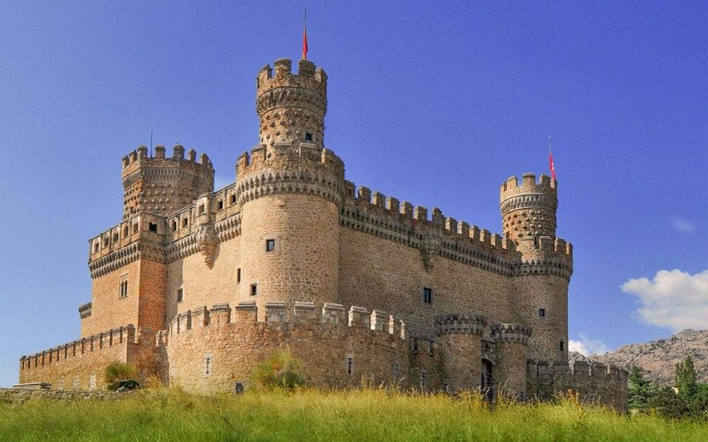 Turismo por el Castillo Nuevo de Manzanares el Real España