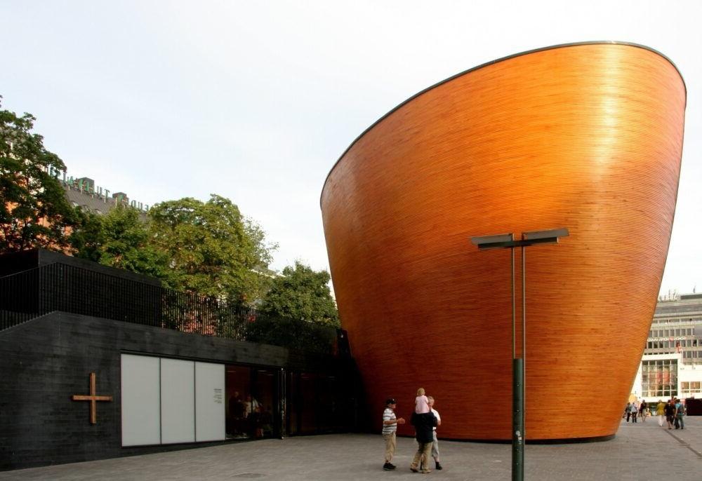 Turismo por el Kamppi Chapel Helsinki