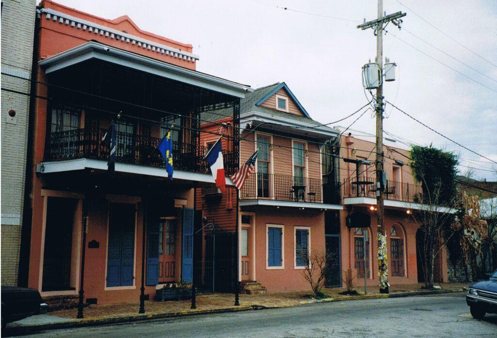 Calle Frenchmen Street