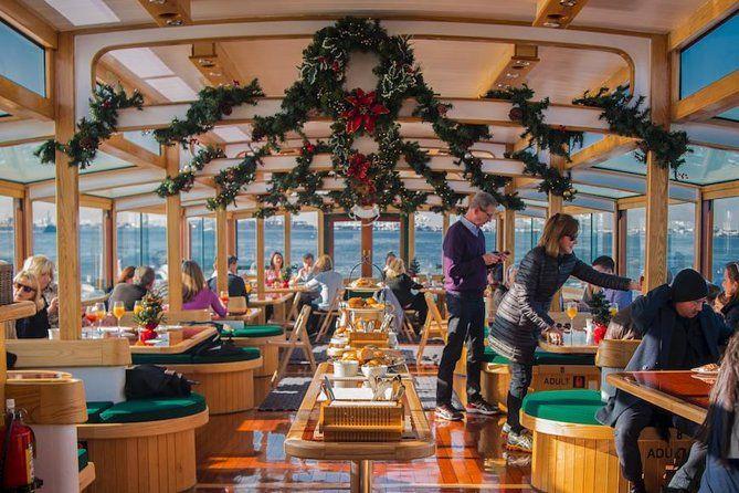 Crucero navideño de cacao y villancicos