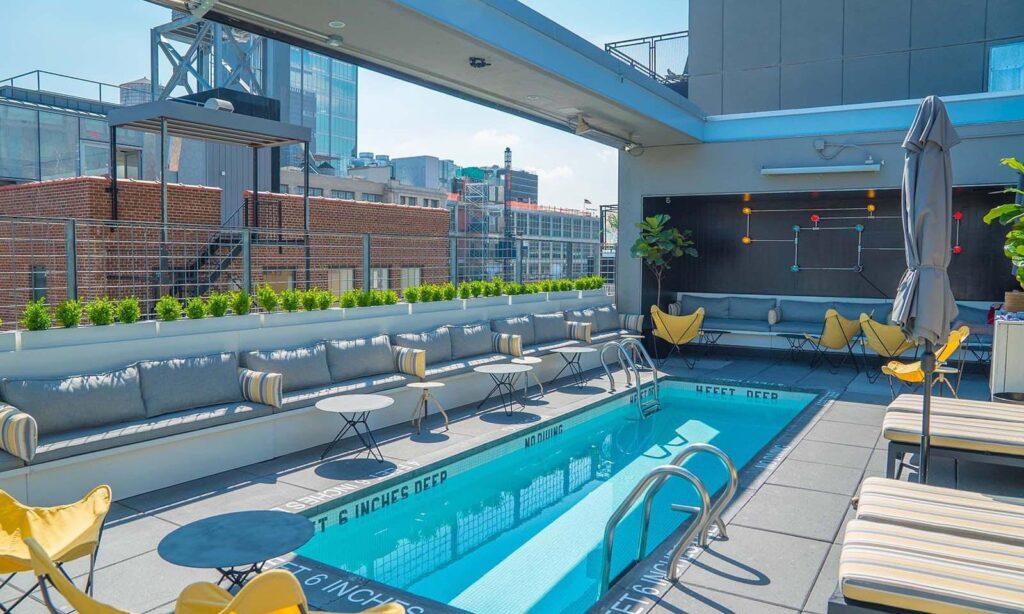 Piscine Rooftop Bar