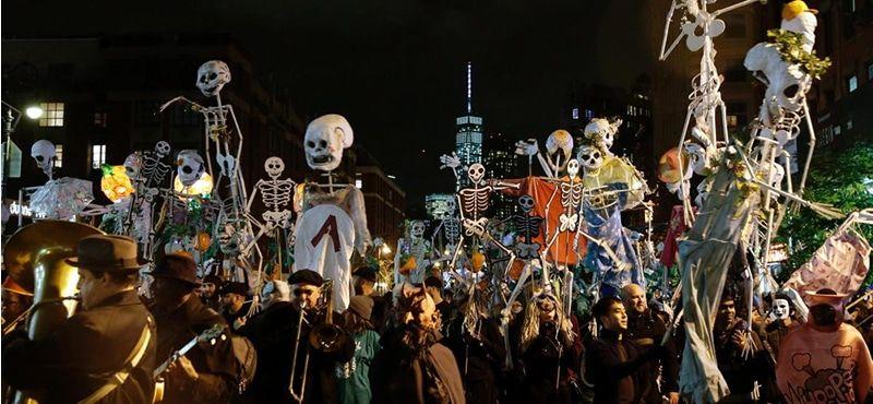 Desfile de Halloween del Village