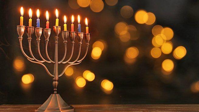 Encender las Menoras de Hanukkah
