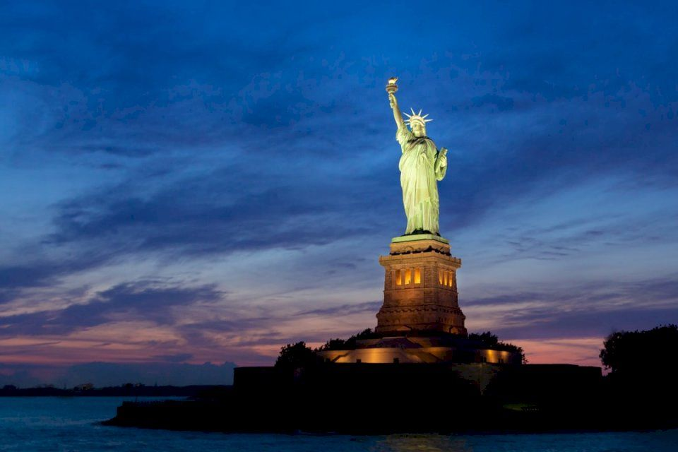 Feliz cumpleaños Estatua de la Libertad
