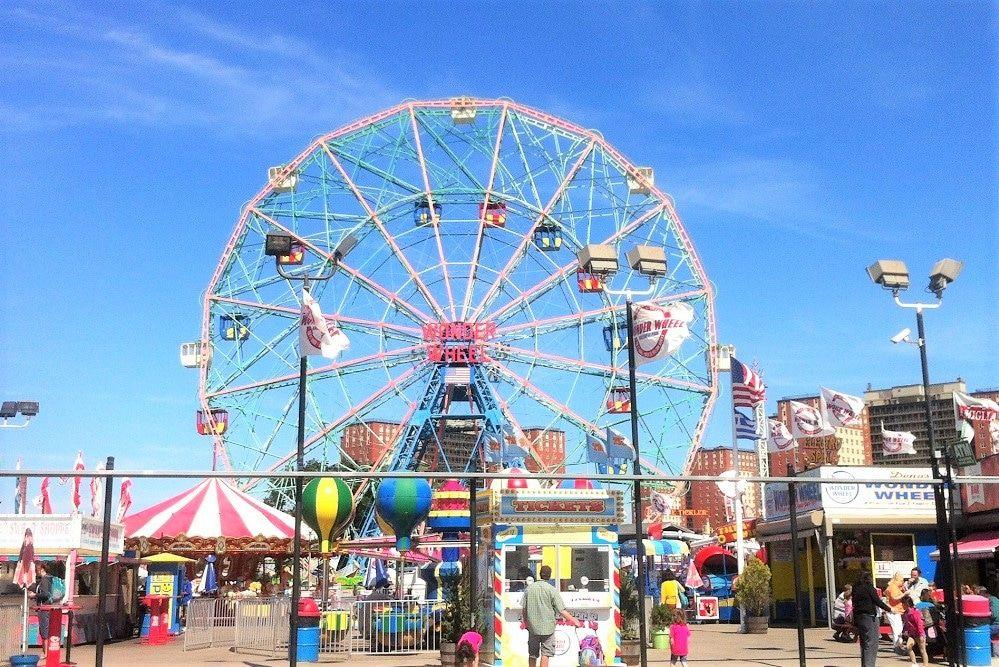 Parque de atracciones Deno's Wonder Wheel