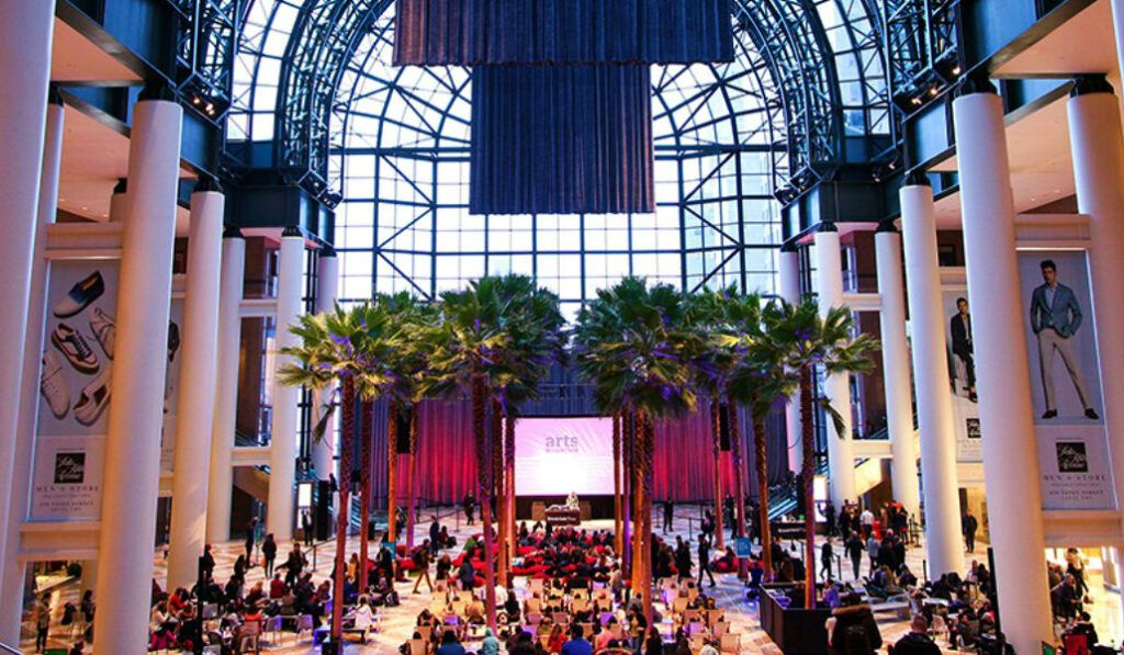 Pictures Under the Palms en Brookfield Place